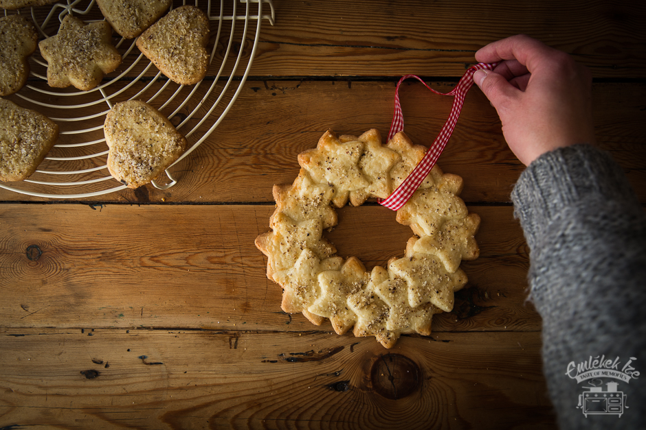 Christmas linzer cookies from the Taste of Memories countryside kitchen